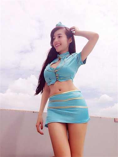 'Cô tiếp viên hàng không' Elly Trần cực quyến rũ, xinh đẹp.