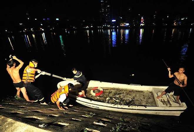 Cuộc tìm kiếm thanh niên bất ngờ nhảy xuống hồ Xã Đàn.