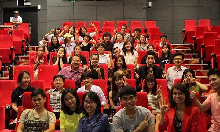 Nhận lời mời từ Liên Hoan Phim Quốc Tế Gwangju (GIFF), đoàn phim Thần tượng của đạo diễn Quang Huy đã trở thành đại diện duy nhất của Việt Nam tham gia liên hoan phim lần thứ 14 này, tổ chức tại Gwangju, Hàn Quốc