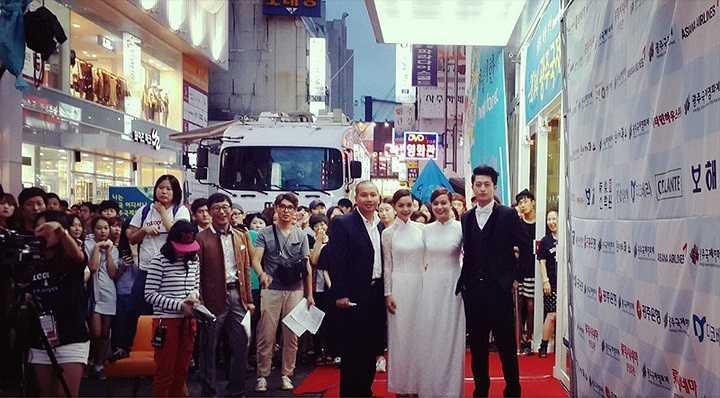 Quỳnh Anh nhiệt tình đáp lại tình cảm của khán giả với bài hát Forever được Quỳnh Anh hát bằng tiếng Hàn Quốc khiến khán giả rất phấn khích.