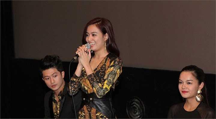 Đạo diễn Quang Huy chia sẻ: 'Chúng tôi không kì vọng sẽ có đông khán giả và đồng nghiệp tại LHP quan tâm đến Thần tượng vì có quá nhiều phim tốt của các nước khác, cũng như có hàng chục phim đang chờ khán giả Hàn Quốc ra rạp lựa chọn'