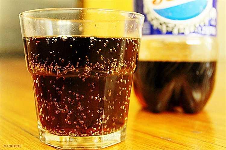 Nước ngọt: Những nghiên cứu gần đây của các tổ chức sức khỏe cho biết việc sử dụng nước ngọt thường xuyên có thể gây ra bệnh trầm cảm. Nó cũng là thực phẩm tồi tệ nhất gây ra rối loạn chức năng 'yêu', ảnh hưởng đến đời sống tình dục của bạn.