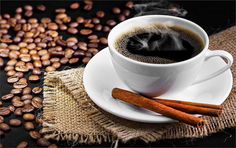 Cà phê: Dư thừa cà phê trong cơ thể có thể gây hại cho tuyến thượng thận của bạn. Khi chức năng của các tuyến giảm, nó có thể dẫn đến giảm nhu cầu tình dục và mất cân bằng hormone tuyến giáp.
