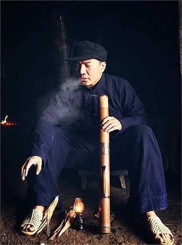 Ngoài vai trò nhà sản xuất, Đàm Vĩnh Hưng còn tham gia một vai diễn nhỏ trong 'Hiệp sỹ mù'.