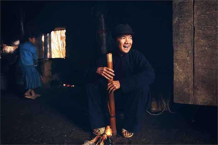 Vào vai bố của nhân vật Linh, Đàm Vĩnh Hưng đã thay đổi ngoại hình hoàn toàn để nhân vật mà mình hoá thân gây nhiều bất ngờ cho khán giả khi thưởng thức phim.