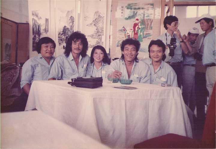 Liveshow Sol Vàng chủ đề 'Hát mãi cho nhau…' – Kỷ niệm 34 năm ca hát của Cẩm Vân – Khắc Triệu là liveshow lớn đầu tiên trong sự nghiệp của nữ ca sỹ.