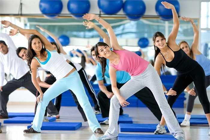 1. Lười tập thể dục: Lối sống ít vận động là một trong những nguyên nhân hàng đầu của bệnh béo phì, trầm cảm, ăn quá nhiều, suy giảm cơ bắp, trao đổi chất chậm và tiêu hóa kém.