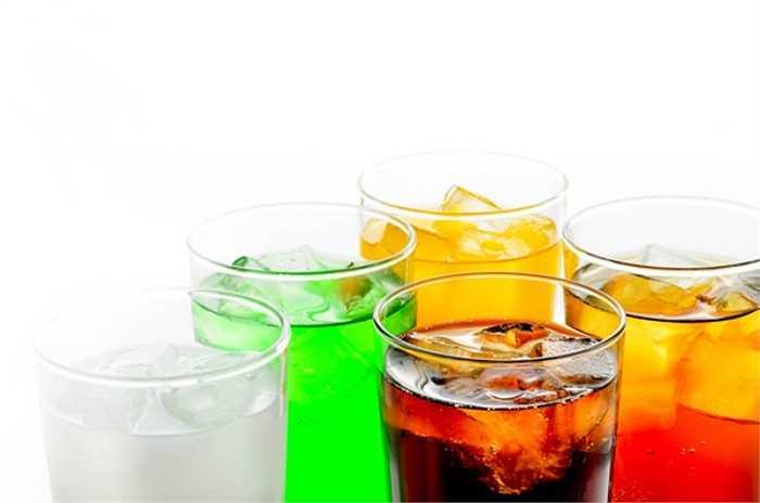 12. Các nhà khoa học khám phá ra rằng phụ nữ uống nhiều nước ngọt có đường có nguy cơ tăng lên lượng estrogen phụ thuộc gây mắc bệnh ung thu nội mạc tử cung cao hơn 78% so với người không hoặc ít sử dụng các loại nước này.