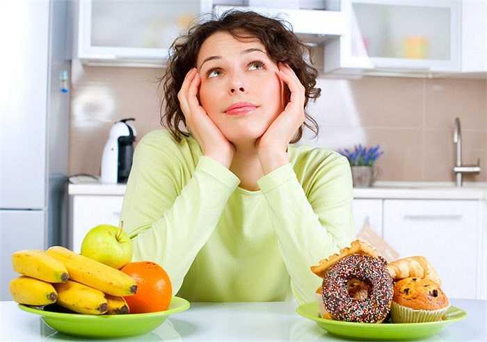 4. Căng thẳng với chế độ ăn uống: Lo lắng liên tục và quá mức về mức calo nạp vào cơ thể hàng ngày sẽ dẫn đến căng thẳng cho bạn