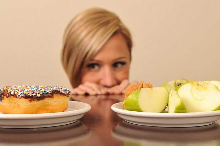 7. Không chỉ khiến bạn cảm thấy mỏi mệt và uể oải, việc bỏ bữa sáng - dù là do thiếu thời gian hay do sợ tăng cân - đều có liên quan với nguy cơ cao bị tiểu đường và có thể dẫn tới béo phì vì cơ thể sẽ tích trữ mỡ nhiều hơn để dùng làm năng lượng cho suốt thời gian còn lại trong ngày.