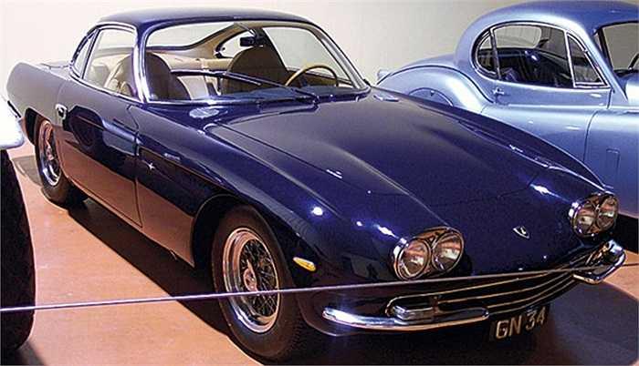 Ferruccio Lamborghini vốn là chủ hãng sản xuất máy kéo. Do bực mình với Enzo, chủ hãng Ferrari, ông quyết định chế tạo một chiếc xe để đánh bại Ferrari. Từ đó, dòng Lambo 350GT ra đời.
