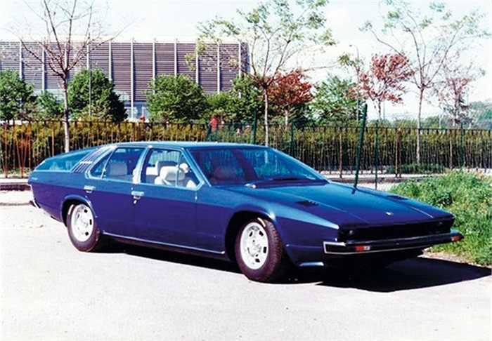 Lamborghini dài nhất từng được xuất xưởng là Faena. Thiết kế được coi là 'ngớ ngẩn' nhất lịch sử hãng với kiểu dẫn động 4 × 4, đồng thời là mẫu Lamborghini duy nhất có tận 4 cửa.