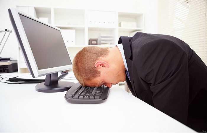 Mệt mỏi là điều hoàn toàn bình thường và có thể xảy ra ít nhất một lần trong ngày, tuy nhiên khi bạn cảm thấy mệt mỏi thường xuyên ngay cả khi mới thức dậy, hay sau một giấc ngủ dài thì đó là cả một vấn đề nghiêm trọng. Dưới đây là 8 nguyên nhân nguy hiểm gây nên mệt mỏi cho cơ thể: