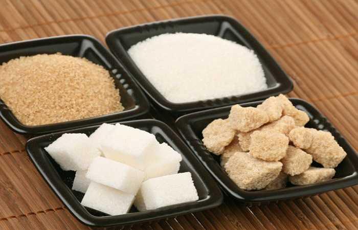 Đường: Giống như muối, đường cũng bảo quản thực phẩm bằng cách hấp thụ nước dư thừa và ngăn chặn các vi sinh vật phát triển. Đây là lý do tại sao mứt, thạch và trái cây khác thường để được lâu hơn ngay cả khi đã được mở nắp.