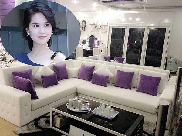 Là người đẹp được quan tâm nhất nhì showbiz Việt, Ngọc Trinh luôn khiến khán giả tò mò về nơi ở, công việc kinh doanh hay đại gia bí ẩn đứng sau lưng cô.