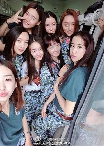 Sinh viên Đại học Bắc Kinh nhận nhiệm vụ huấn luyện quân sự ở cơ sở đào tạo quân sự Huairou. Khóa huấn luyện quân sự trong thời hạn 14 ngày, bắt đầu từ giữa tháng 8.