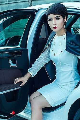 Mai Thu Huyền tiết lộ, mình và ông xã rất đam mê xe hơi nhưng không có thói quen đổi xe liên tục để khẳng định đẳng cấp.  Theo Zing