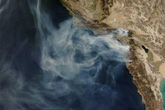 Một vụ cháy rừng được chụp tháng 10/2013 ở California lập tức gây chú ý với ngọn lửa khổng lồ, đám khói bao phủ cả vung rộng lớn hàng trăm dặm.