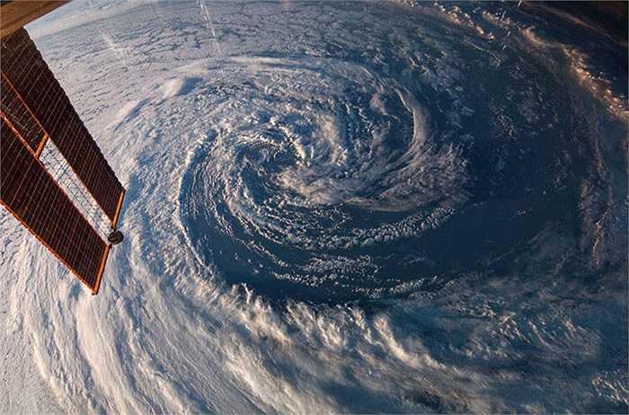 Bức ảnh chụp cơn bão mùa xuân ở bờ biển phía tây nam Australia được chụp từ trạm vũ trụ ISS ngày 29/3/2014.
