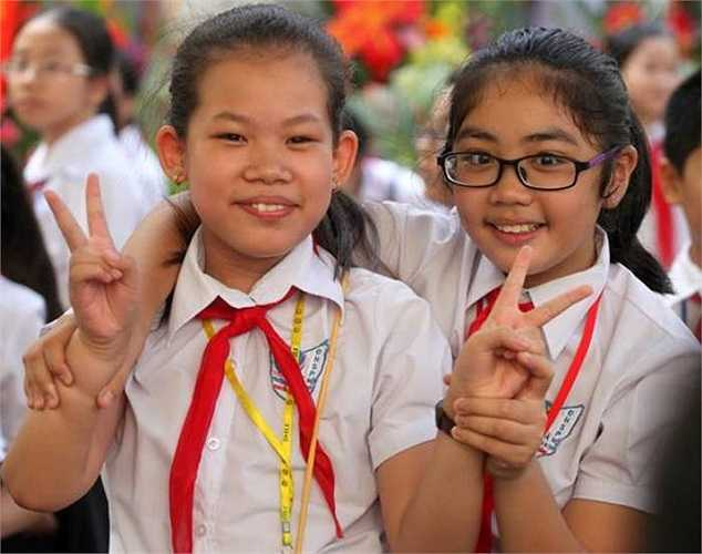 Các bạn học sinh hào hứng tham gia vào buổi lễ quan trọng nhất trong năm