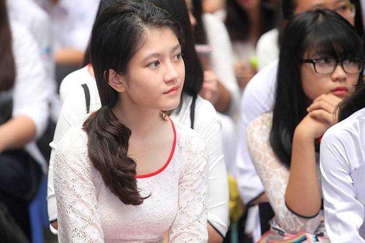 Nữ sinh xinh đẹp của ngôi trường giàu truyền thống