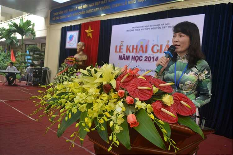 Cô Nguyễn Thị Thu Anh, Hiệu trưởng nhà trường nhấn mạnh, một trong những nhiệm vụ trọng tâm trong năm học mới của trường là tiếp tục nâng cao hiệu quả việc quản lý – chăm sóc học sinh, xây dựng bầu không khí trường học, lớp học dựa trên mười hai giá trị sống