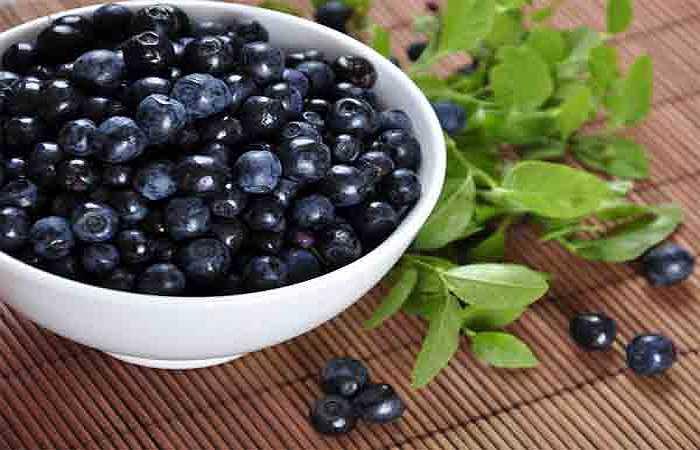 Quả mọng: Quả mọng là thực phẩm ấn tượng cho cơ bắp khỏe mạnh. Quả mọng thúc đẩy sức mạnh cơ bắp do chứa chất chống oxy hóa phong phú và các thành phần cải thiện sức khỏe tim mạch, do đó có ảnh hưởng trực tiếp đến sức mạnh cơ bắp.
