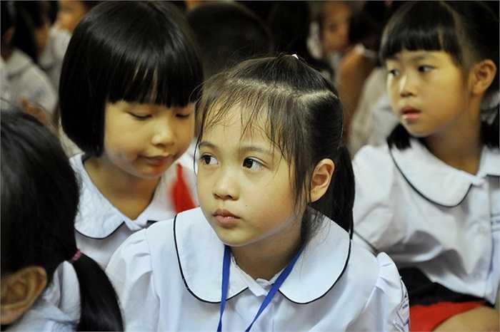 Những ánh mắt hồn nhiên, ngây thơ, trong sáng của học sinh lớp 1. (Ảnh: Minh Chiến)