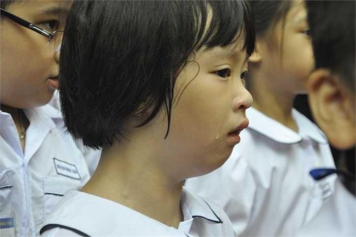 Kỉ niệm đáng nhớ cho các em học sinh trong ngày khai giảng đầu đời. (Ảnh: Minh Chiến)