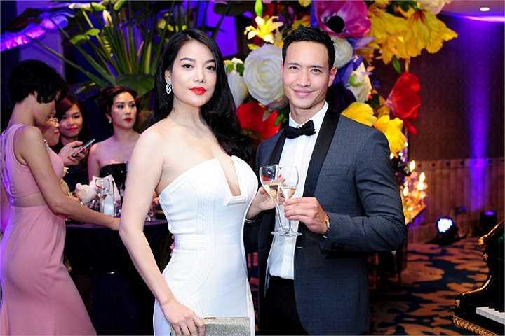 Trương Ngọc Ánh xuất hiện rạng rỡ bên diễn viên điển trai Kim Lý