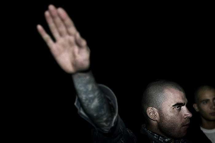 Người đàn ông giơ tay chào kiểu Đức Quốc Xã ở Perugia, Italia