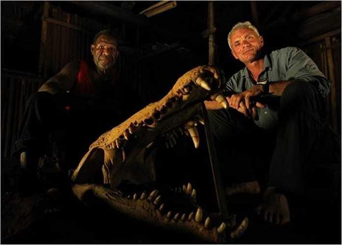 Bên cạnh hộp sọ của cá sấu khổng lồ bị thổ dân chinh phục