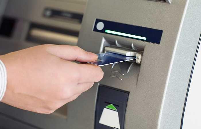 4. Máy ATM: Máy ATM là nơi nhiều người chạm tay vào các nút rút tiền mỗi ngày nên có xu hướng tích lũy nhiều vi khuẩn. Một nghiên cứu gần đây đã chỉ ra rằng các nút máy ATM là hang ổ cho hai loại vi khuẩn được gọi là vi khuẩn và Pseudomonads, nguyên nhân gây ra bệnh về tiêu hóa và tiêu chảy.