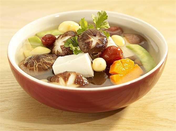 Cách dùng nấm hương có tác dụng bổ thận tráng dương, kích thích tiêu hóa. Thích hợp cho những người yếu sinh lý, hay đau lưng mỏi gối, ăn uống không ngon miệng.