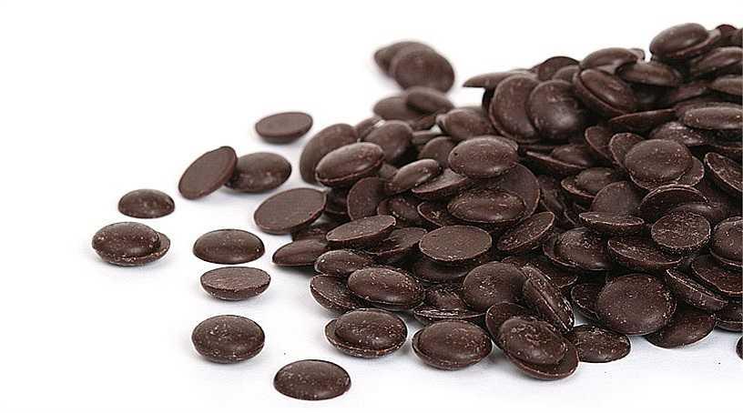 14. Sô cô la đen: Theo các nhà khoa học, sô cô la đen có chứa flavanols có thể làm cho mạch máu đàn hồi tốt hơn. Trong một nghiên cứu, 18% bệnh nhân ăn sôcôla mỗi ngày thấy giảm huyết áp hiệu quả.
