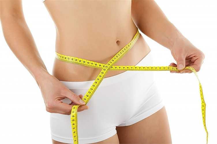 5. Giảm cân: Chỉ cần giảm một vài kg cân nặng cũng có tác động lớn đến huyết áp. Tình trạng thừa cân khiến tim phải làm việc nhiều hơn và gây ra cao huyết áp. Giảm cân cũng đồng nghĩa với giảm giảm tải cho trái tim.