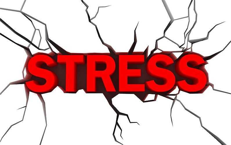 7. Giảm stress: Giảm stress có thể giúp giảm huyết áp. Tuy nhiên, mỗi người lại có cách của riêng mình để vượt qua stress. Thư giãn và kiểm soát stress là điều rất cần thiết cho bệnh nhân kiểm soát được huyết áp.