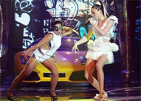 Là ca sỹ có catxe thuộc hàng 'khủng' nhất showbiz, là người tình của doanh nhân mê siêu xe Cường Đô la, Hồ Ngọc Hà cũng nhiễm sở thích thay xe như thay áo.