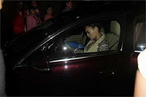 Cô có sở thích tự lái xe đi dự sự kiện cũng như chạy show
