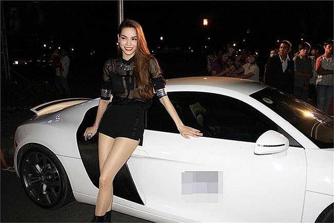 Hồ Ngọc Hà còn sở hữu một chiếc Bentley kiểu dáng khỏe khoắn.