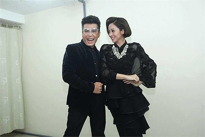 Chiếc đầm màu đen không mang lại vẻ bí hiểm và làm nổi bật lên được vóc dáng của người đẹp.