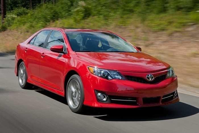 4. Toyota Camry. So với năm ngoái, doanh số của Camry giảm 1.7%, tương đương với lượng tiêu thụ trong tháng vừa qua là 44.043 chiếc. Tính tổng 8 tháng, đã có 306.471 chiếc Camry được bán ra toàn cầu.