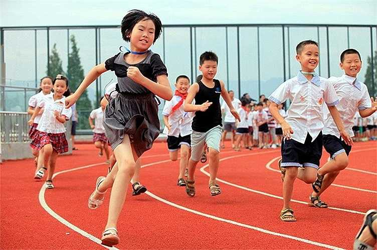 Đây cũng là trường học đầu tiên ở Trung Quốc áp dụng mô hình sân tập độc đáo như trên.