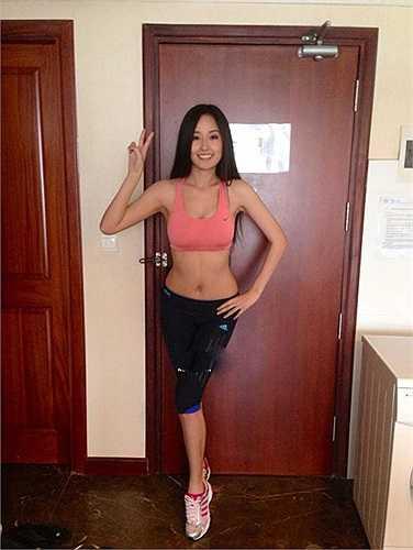 Hoa hậu Mai Phương Thúy cũng là một trong những mỹ nhân có vòng eo 'mướt mắt' nhất Vbiz. Để có được vóc dáng chuẩn này, người đẹp Việt luôn phải tuân theo những chế độ tập luyện và ăn uống khắt khe.
