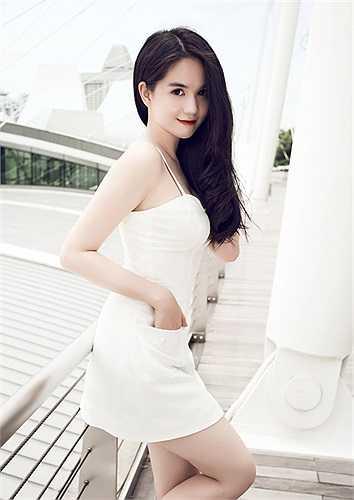 Ngọc Trinh ngày càng tươi trẻ, xinh đẹp nhờ biết cách ăn mặc và chăm chút nhan sắc kỹ lưỡng.