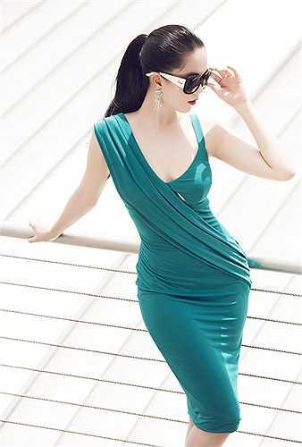Bộ ảnh do stylist Đỗ Long, chuyên gia trang điểm Phan Dung và tạo mẫu tóc Miseo hỗ trợ thực hiện.