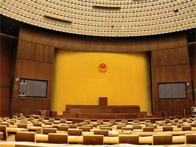 Toàn cảnh phòng họp chính nhìn từ cửa ra vào, đây sẽ là nơi diễn ra các kỳ họp Quốc hội. (Ảnh: QĐND)