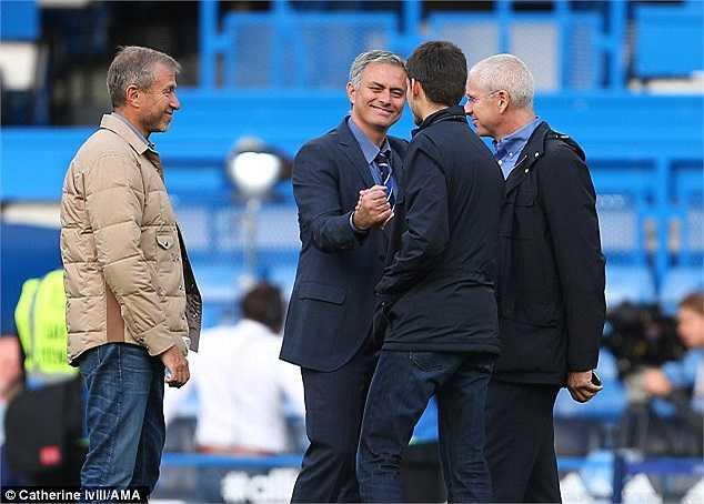 Chiến thắng 2-0 trước Arsenal giúp Chelsea củng cố vững chắc ngôi đầu bảng. Mourinho tất nhiên nhận được sự ngợi khen, chúc mừng từ phía ông chủ tỷ phú Roman Abramovich.