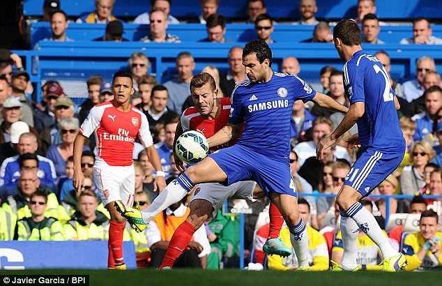 Suốt trận, Fabregas hoàn thành rất tốt vai trò kiến thiết, giữ nhịp trận đấu