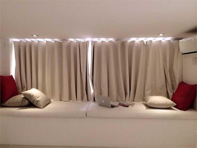 Tông màu chủ đạo được vợ chồng Thủy Tiên chọn để trang trí cho biệt thự là màu đen trắng.